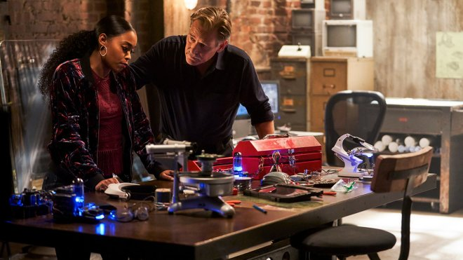 Black Lightning 02x13 - The Book of Secrets: Chapter Three: Pillar of Fire