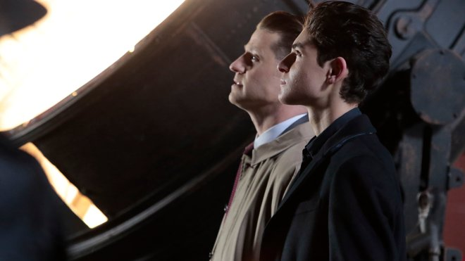 Gotham 04x22 - A Dark Knight: No Man's Land